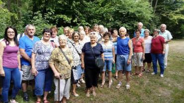 A szentkirályszabadjai nyugdíjasok a Tamási Parkerdőben túráztak